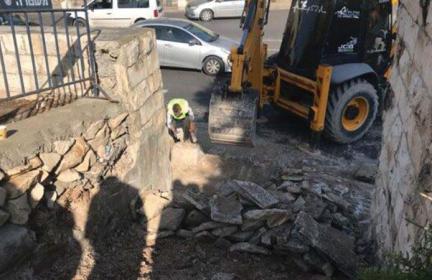 الاحتلال يعتدي على حُرمة المقبرة اليوسفية في القدس المحتلّة